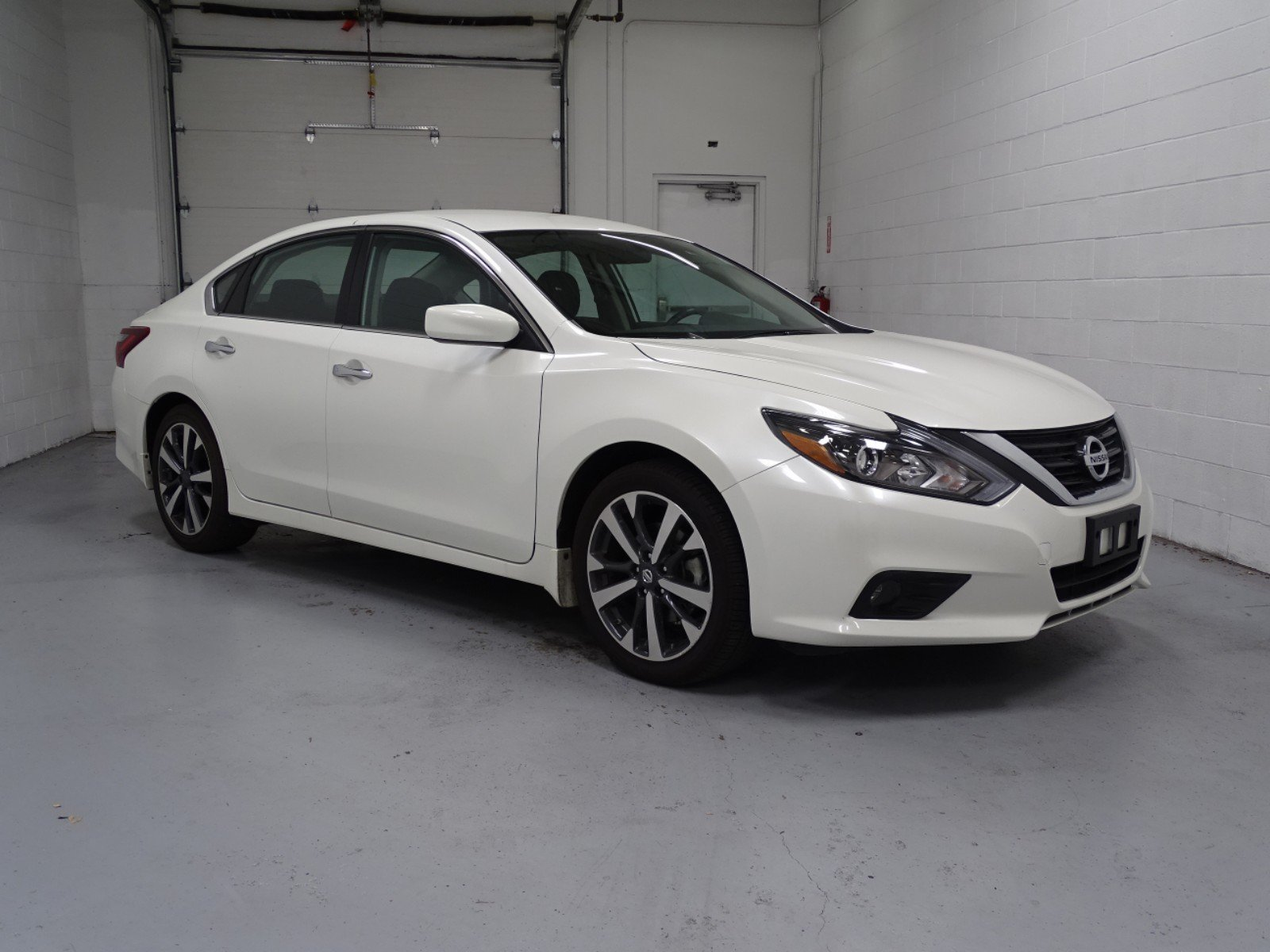 Pre Owned 2017 Nissan Altima 2 5 S 4dr Car 1DW7999