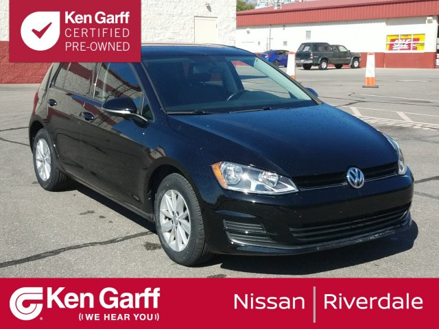 Certified Pre-Owned 2016 Volkswagen Golf TSI S w/Sunroof