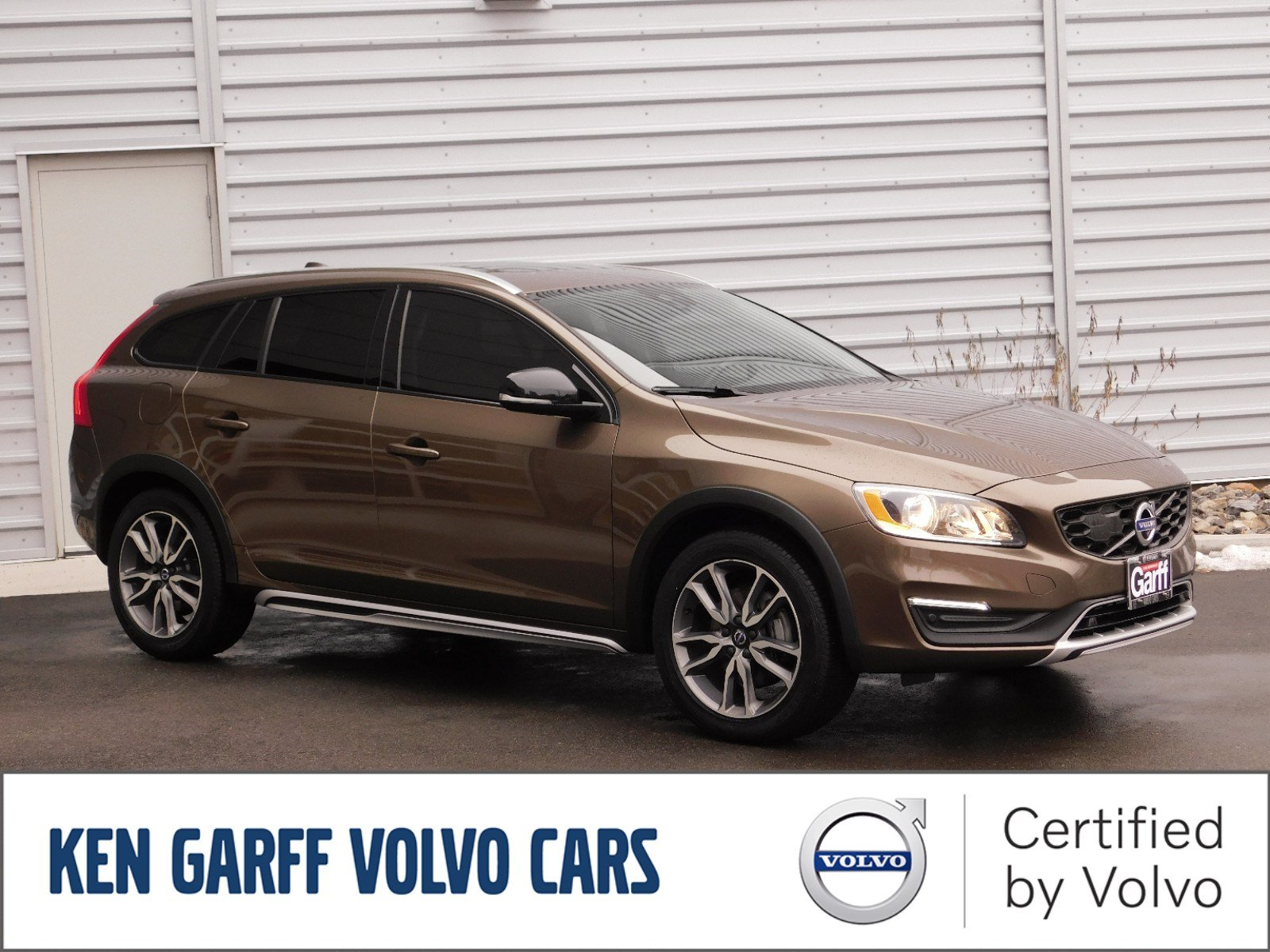 Pre-Owned 2017 Volvo V60 Cross Country T5 AWD