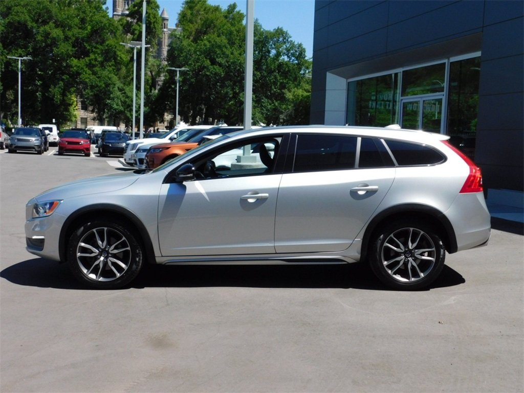 Pre-Owned 2016 Volvo V60 Cross Country T5 Station Wagon #1JU0080 | Ken  Garff Automotive Group