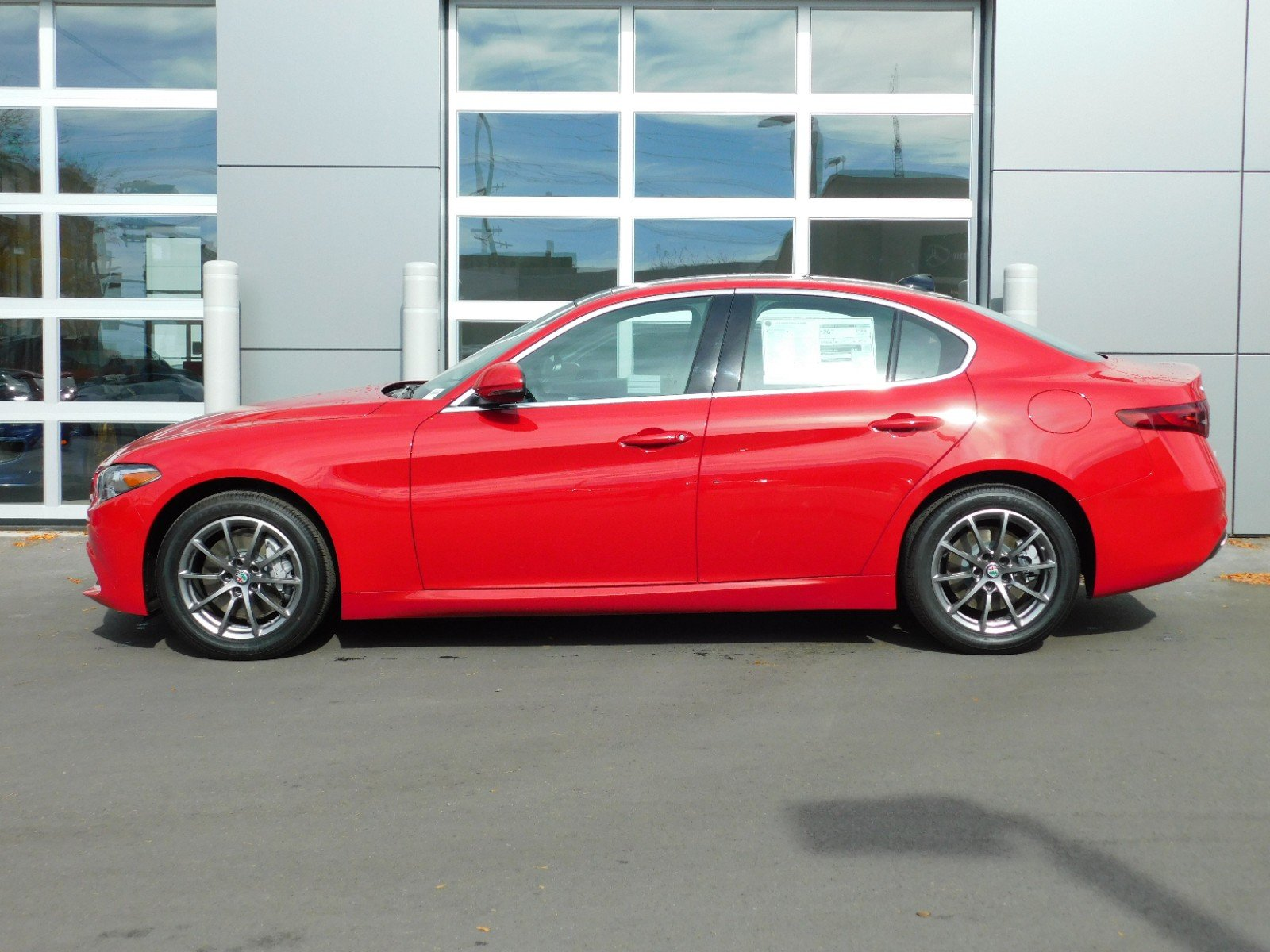 New 2018 Alfa Romeo Giulia 8 SPD AUTO GIULIA SP 4dr Car 1A8120